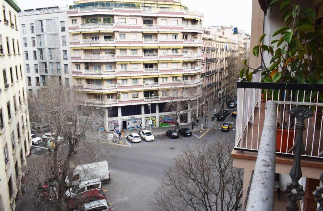 Piso a reformar en Sant Antoni, calle Villarroel