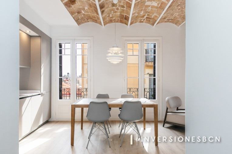 Exclusive furnished apartment in Vila de Gràcia, on Domenech street